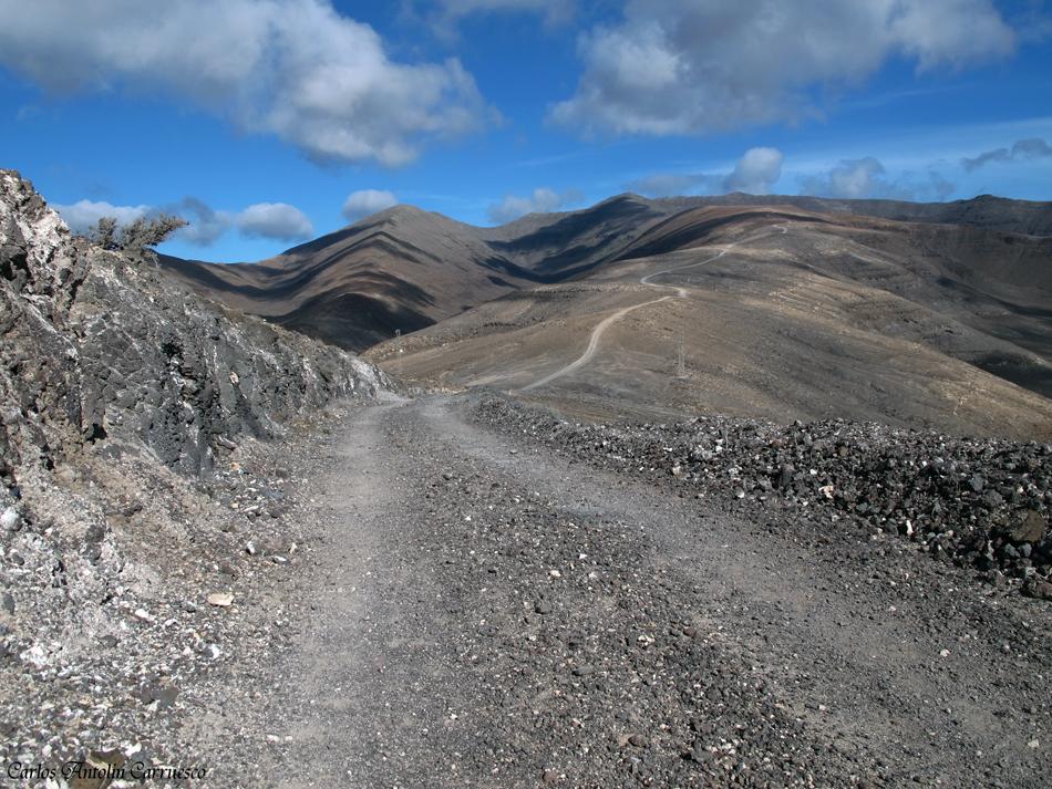 ruta hacia la cima más alta de Fuerteventura - Pico de la Zarza (817 metros)