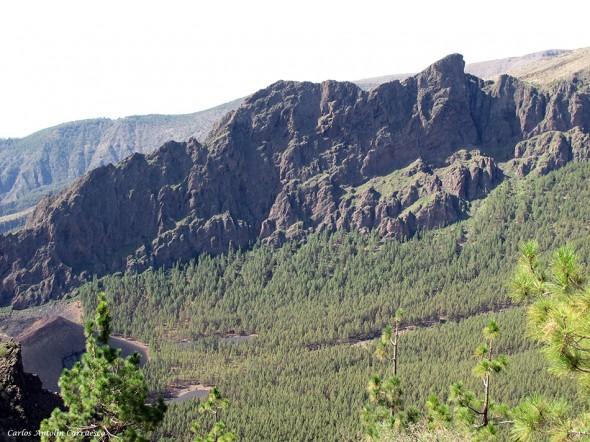 Caldera de Pedro Gil - Cho Marcial en el horizonte - Tenerife