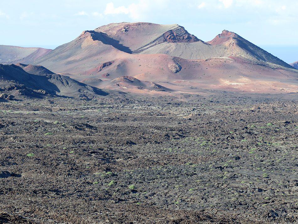 Parque Nacional de Timanfaya - Lanzarote - montaña rajada - montañas de fuego