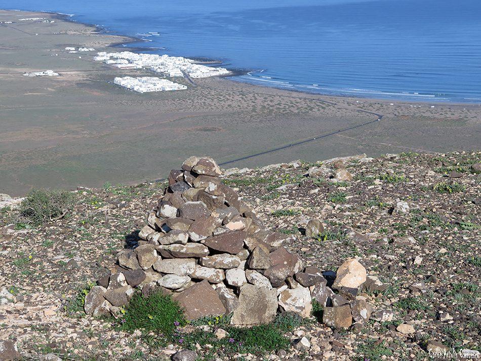 Riscos de Famara - Pico Maramajo - Lanzarote - caleta de famara