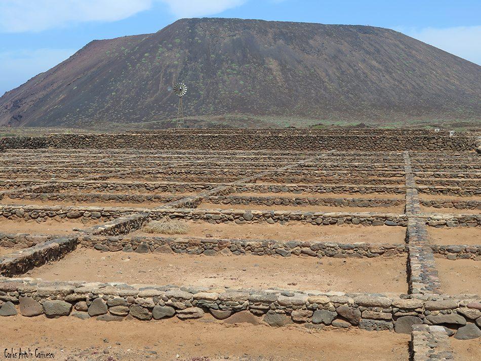 Islote de Lobos - Salinas del Marrajo - Fuerteventura<br/>La Caldera de la Montaña