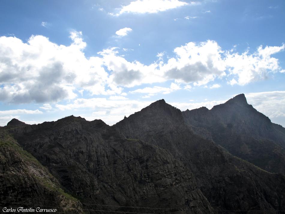 Cresta que separa el Barranco de Masca y el Barranco Seco - El Camino de Guergues