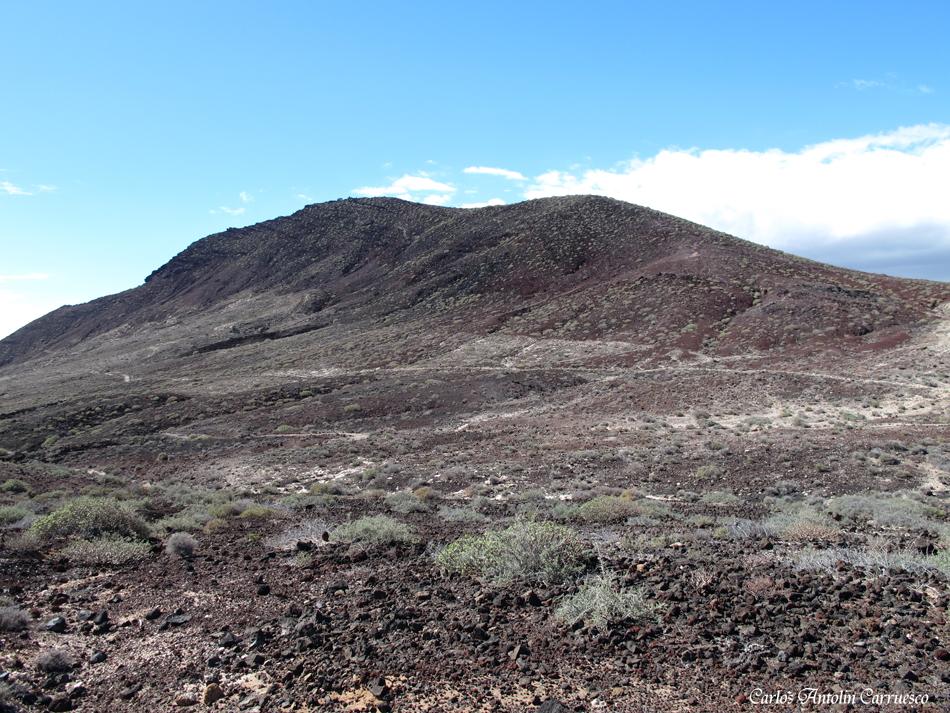 """volcán """"Bocinegro"""" - """"Montaña Roja"""" en el horizonte - El Médano - Tenerife"""