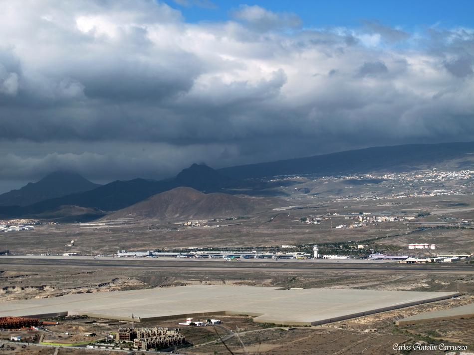 """Mirador del volcán """"Montaña Roja"""" - Aeropuerto Sur Reina Sofía - Tenerife"""
