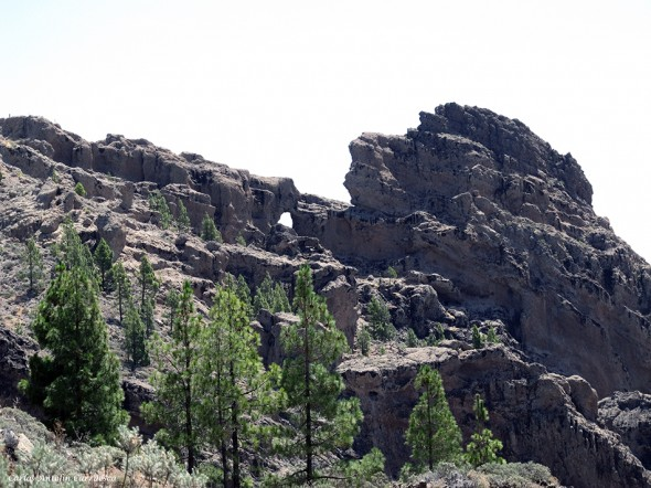 Morrón de la Agujerada visto desde la entrada al sendero del Cañadón del Jierro - Gran Canaria