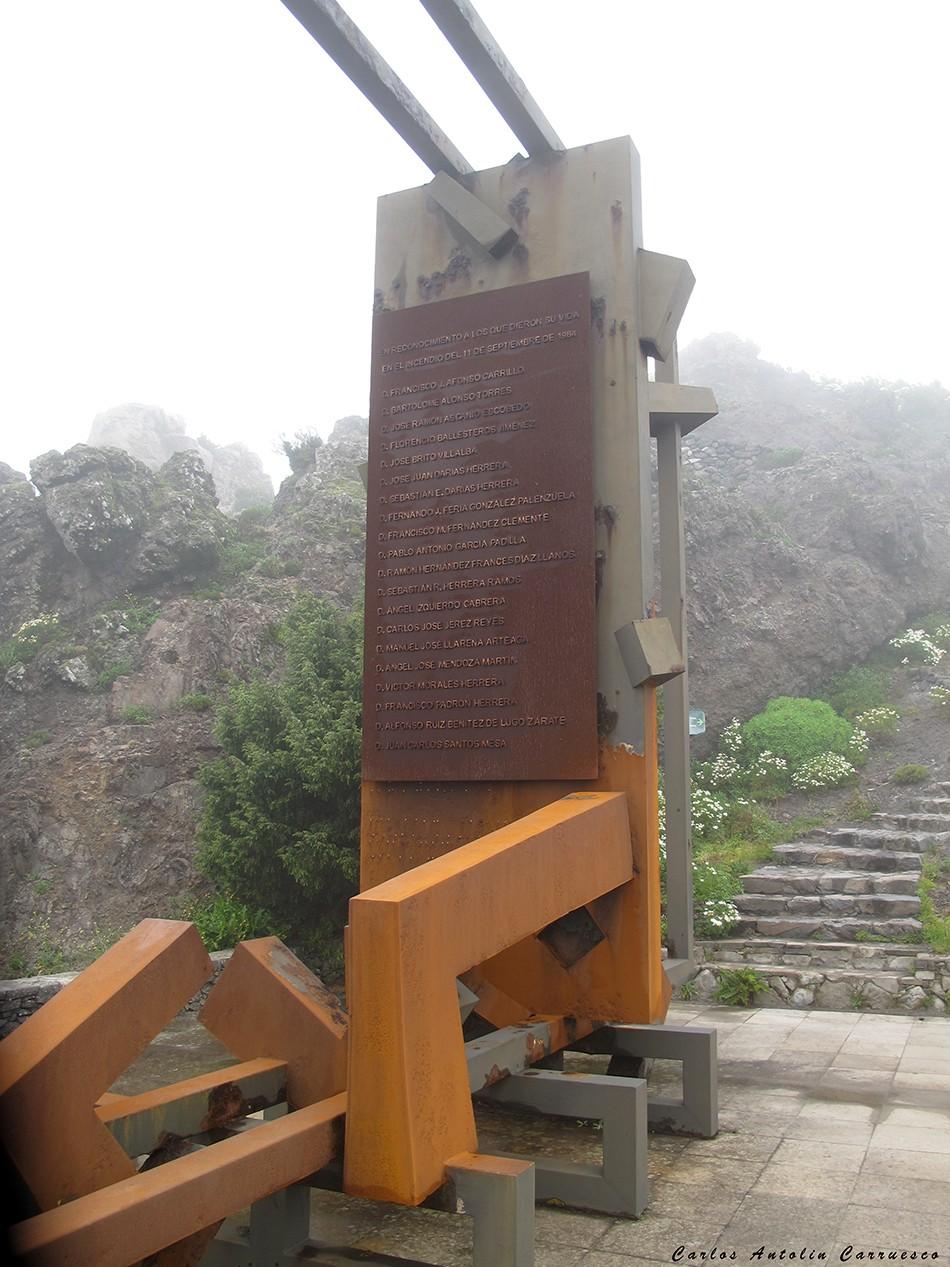 Monumento a las personas que murieron en el trágico incendio de 1984 - La Gomera
