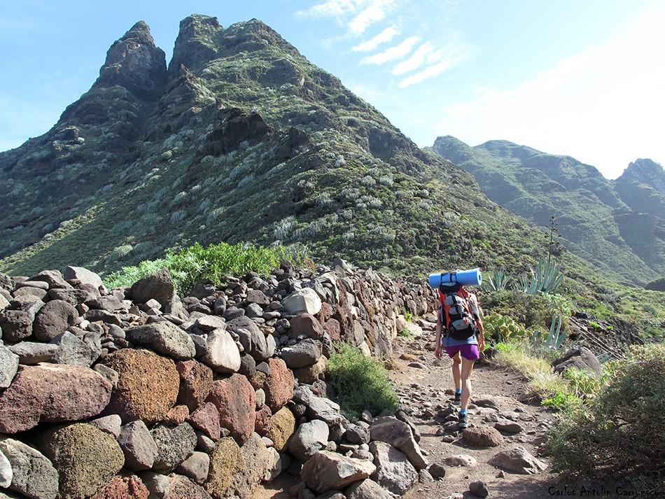 Punta del Hidalgo - Anaga - Tenerife - sendero de Chinamada - Roque Dos Hermanos