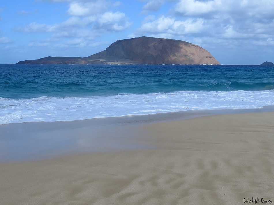 Isla de La Graciosa - Montaña Bermeja - Lanzarote - montaña clara - Playa de Las Conchas