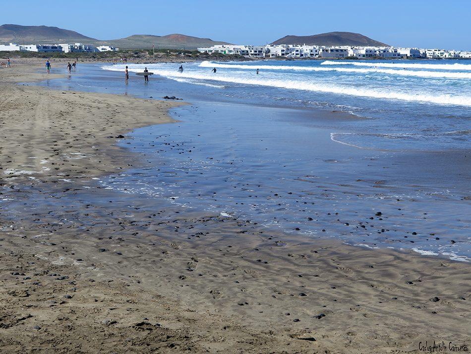 Playa de Famara - Riscos de Famara - Lanzarote - caleta de famara