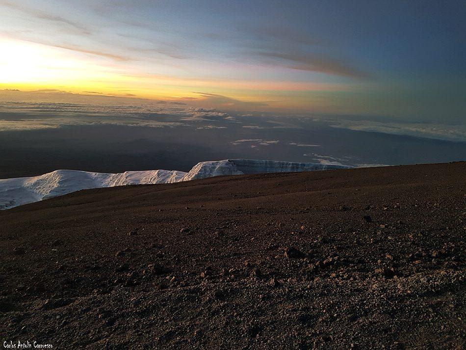 Uhuru Peak (5.895 metros) - Volcán Kibo - Tanzania - Monte Kilimanjaro